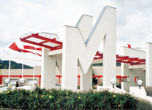 1993 - Neugestaltung der Fassade