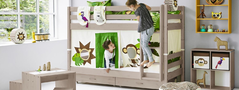 FLEXA KInderzimmer mit Hochbett im Dschungelloook weiß