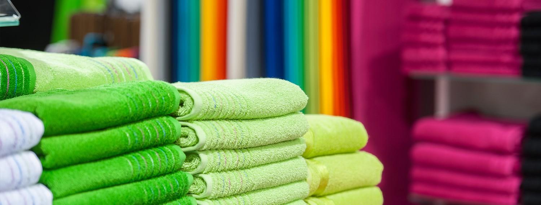 Handtücher in verschiedenen Grüntönen
